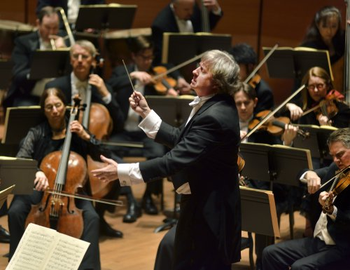 Maestro Thomas Crawford conducting the American Symphony Orchestra (Photo credit: Bill Neumann)