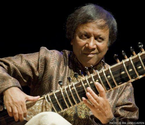 Ustad Shahid Parvez Khan in concert (Photo credit: Ira Landgarten)