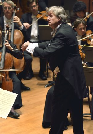 Maestro Thomas Crawford conducting the American Classical Orchestra