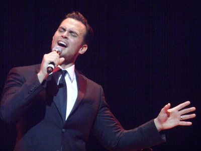 Cheyenne Jackson at The Town Hall (Photo credit: Maryann Lopinto)