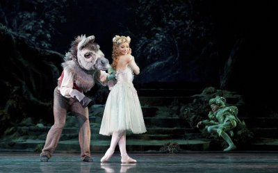 "Roberta Marquez and Bennet Gartside in a scene from The Royal Ballet's production of ""The Dream"" by Frederick Ashton (Photo credit: Johan Perrson)"
