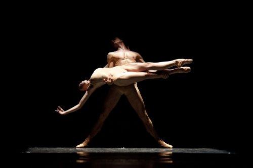 "Adam Kozal and Aneta Kbrezniak of the Polish National Ballet in a scene from Krzysztof Pastor's ""Moving Rooms"" (Photo credit: Ewa Krasucka)"