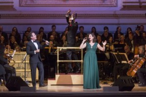 Guest Artists Brian D'Arcy James and Stephanie J. Block with maestro Steven Reineke and the New York Pops and Essential Voices USA (Photo credit: Richard Termine)
