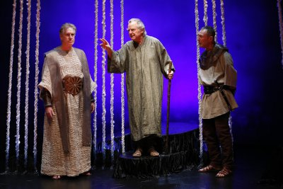 """Paul O'Brien as Creon, Robert Langdon Lloyd as Tiresias and Colin Lane as the Guard in a scene from Seamus Heaney's """"The Burial at Thebes"""" (Photo credit: Carol Rosegg)"""