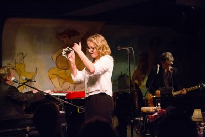 Keith Cotton on keyboard, Joan Osborne, and Jack Petruzzelli on guitar in performance at the Café Carlyle (Photo credit: David Andrako)