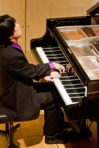 Taka Kigawa in performance (Photo credit: Keanji Mori)