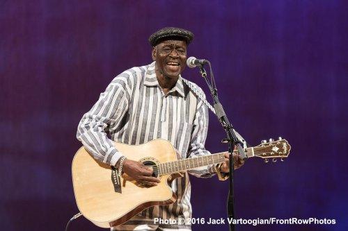 Boubacar Traore (Photo credit: Jack Vartoogian/Front Row Photos)